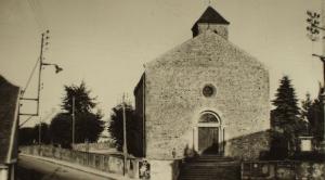 Chalmoux. L'église et le monument aux morts.