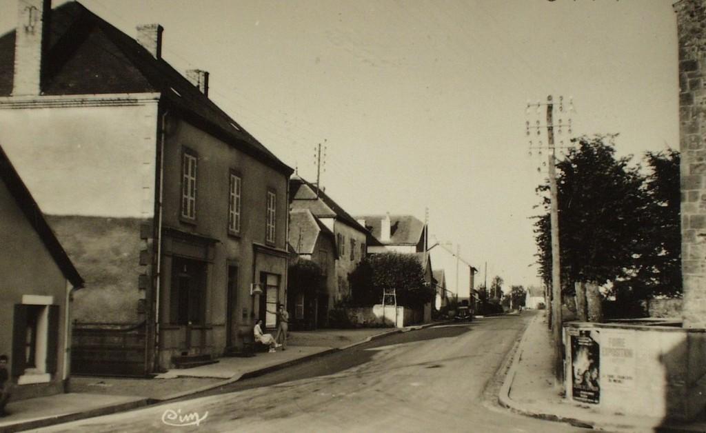 Chalmoux. Route de Bourbon-Gueugnon.
